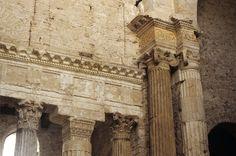 Chiesa di San Salvatore, Spoleto. Dettagli dell'interno. V secolo (?)