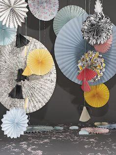 DIY: How to make paper fans for decoration Cool Diy, Fun Diy, Paper Fan Decorations, Paper Garlands, Paper Ornaments, Paper Medallions, Diy Papier, Paper Crafts, Diy Crafts