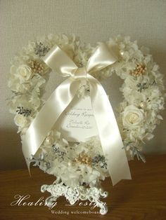 ウェディング結婚式ウェルカムボードハートリース/ホワイトアジサイ Wedding Reception Flowers, Wedding Ceremony, Wedding Ideas, Wreaths, Weddings, Rose, Heart, Design, Flower Wall Decor
