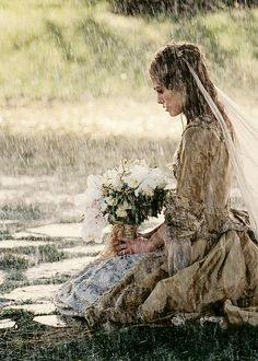 Pirates of the Caribbean dead man's chest Keira Knightley as Elizabeth Swann. Captain Jack Sparrow, Keira Knightley, Johnny Depp, Writing Inspiration, Character Inspiration, Elisabeth Swan, Love Rain, Pirate Life, Dancing In The Rain