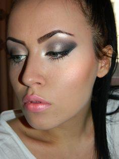 winged  eyes http://www.makeupbee.com/look.php?look_id=78739