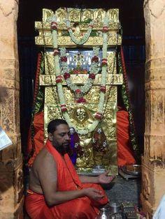 Rayara Brundavana at Mantralayam Shri Hanuman, Shree Krishna, Mahakal Shiva, Lord Shiva, Hindu Deities, Hinduism, Shirdi Sai Baba Wallpapers, Saints Of India, Hindu Statues