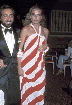 Errol Wetson and Margaux Hemingway, 1976 1977 Fashion, Oscar Fashion, Asos Fashion, Fashion News, Fashion Models, Disco Fashion, Suit Fashion, Margaux Hemingway, Mariel Hemingway