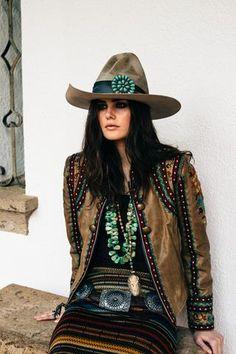 Beautiful Women Western Style Ideas That Can Inspire You Cowgirl Chic, Western Chic, Cowgirl Mode, Estilo Cowgirl, Estilo Hippie, Cowgirl Hats, Gypsy Cowgirl, Cowgirl Outfits, Cowgirl Style