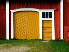 Old farm Hämes-Havunen doors. Farms Living, Wooden House, Old Farm, Scandinavian Home, Door Knockers, Archipelago, Old Houses, Gates, Cottages