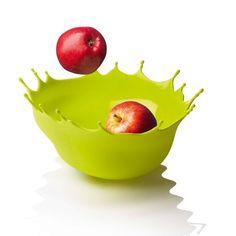 リンゴが、まるで黄色い水たまりに勢いよく飛び込んでいったみたいな写真。この黄色いインク、何だと思いますか? 実 […]