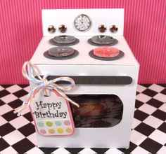 Oven Cupcake Gift Box (with  tutorial) from Amanda Coleman