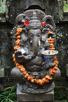 """A Ganesh statue in the courtyard of a Balinese house. Ganesh is worshipped as the """"remover of obstacles"""" and it is quite common to see statues of the Elephant God in Balinese households Ganesh Statue, Shri Ganesh, Lord Ganesha, Lord Shiva, Krishna, Travel Photographie, Arte Tribal, Tribal Art, Hindu Deities"""