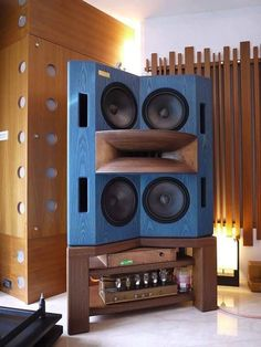 links to webpages with pictures and descriptions of Audio Systems with hornspeakers - Page 94 - Audio Voice Acoustics Pro Audio Speakers, Audiophile Speakers, Horn Speakers, Diy Speakers, Hifi Audio, Audio Design, Speaker Design, Som Retro, Audio Sound