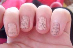 Newspaper transfer nail art instructions