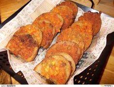 Královské hermelínové topinky: Hermelíny nakrájíme na co nejmenší kousky. Pokud ještě nejsou vyzrálé, můžeme je i nastrouhat na struhadle, kde řeznou plochu potřeme olejem.... Bread Baking, Cornbread, Banana Bread, Hamburger, French Toast, Sandwiches, Food And Drink, Appetizers, Cooking Recipes