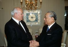 Daisaku Ikeda's friendship with former Soviet President Mikhail Gorbachev has blossomed since 1990.