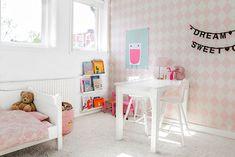 Roze meisjeskamer bebel