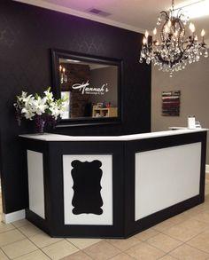 Front desk, stenciled wall. Logo on mirror. Love! - Hannah's Nail Lounge & Spa Nail Salon Design, Nail Salon Decor, Beauty Salon Decor, Salon Interior Design, Beauty Bar, Tanning Salon Decor, Beauty Salons, Boutique Decor, Boutique Interior