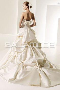 #Robe de #Mariée Sans Manches Traîne Chapelle Nœud À Papillon Sans Bretelles - galamode.fr