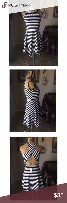 American eagle white and navy striped dress Navy and white striped dress perfect for any occasion brings out ur figure making you even more attractive American Eagle Outfitters Dresses