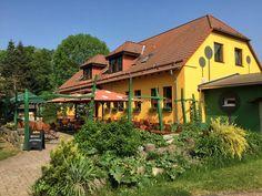 Parkgaststätte Laucha - Blick auf den Biergarten Style At Home, Park, Cabin, House Styles, Home Decor, Beer Garden, Playground, Homemade Home Decor, Parks