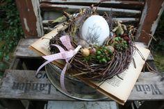 Ein Nest mit Eierlei - Tischkranz von Frijda im Garten - Aus einer Idee wurde Leidenschaft auf DaWanda.com