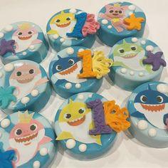 Baby First Birthday Cake, Birthday Party Treats, 1st Birthday Parties, Boy Birthday, Birthday Ideas, Shark Cookies, Oreo Cookies, Shark Cake Pops, Chocolate Rice Krispies