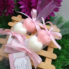 Bath Bomb Packaging, Soap Packaging, Handmade Soap Recipes, Handmade Soaps, Bath Bomb Gift Sets, Diy Christmas Presents, Soap Carving, Soap Favors, Rose Soap