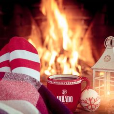 #cafecalentito #Juradomoments #vacacionesnavideñas Candle Jars, Candles, Funny Design, Mugs, Candy, Candle Sticks, Candle