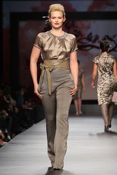 Milan Fashion Week - Elena Miro Fashion Show - Pictures - Zimbio Abiti Per  Formose 8a3f3e2e1d8