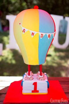 Fancy That! Events, Hot Air Balloon Cake, Couture Foto, Up up and away, First Birthday, Cake, Custom, Malibu Cafe, Malibu, Fancy Baby, Details, Fancy Baby, First Birthday Cake, Hot Air Balloon Birthday, Hot Air Balloon ideas, Fancy Details, Rustic Chic, Shabby Chic