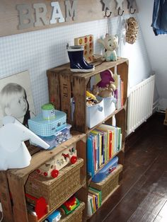 aardappelkistjes kast 5 Kids, Diy For Kids, Children's Place, Retro, Kidsroom, Decoration, Little Babies, Boy Room, Wall Shelves