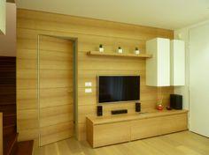customized oak boiserie for tv wall, hidden door - Massimo Rinaldo architetto