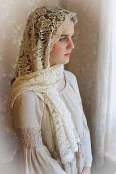 Evintage: Soft Ivory Our Lady Queen of Peace Chapel Veil Mantilla Large Rectangle Scarf/Wrap