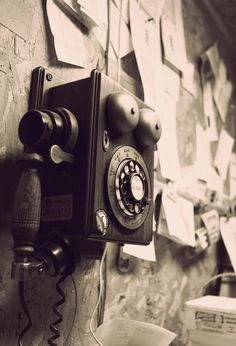 Vintage telephone - tap to see more nice vintage wallpaper! - old phone Android Wallpaper Vintage, Mobile Wallpaper, Cellphone Wallpaper, Jackson Wang, Old Cell Phones, Lunch Boxe, Walpaper Black, Phone Photography, Product Photography