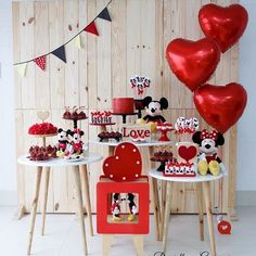 birthday ideas for him Mickey Mouse Birthday Theme, Fiesta Mickey Mouse, Mickey Party, Mickey Minnie Mouse, Balloon Decorations, Birthday Party Decorations, Birthday Parties, Ideas Decoracion Cumpleaños, Minie Mouse Party
