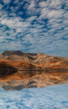 Des fjords, dans la péninsule arabique ? Oui, mais sans la neige, et sans les températures glaciales qui accompagnent ceux d'Alaska ou de Norvège. Séparée du reste du pays par les Emirats-Arabes-Unis, Musandam est la région la plus sauvage d'Oman. Elle offre un paysage inédit, bien différent des dunes de sable du centre du Sultanat.