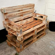 Pallet bench Built, just needs painting.