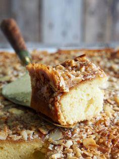 Toscakake i langpanne (med en vri) - Mat På Bordet Recipe Boards, Banana Bread, Baking, Desserts, Recipes, Food, Tailgate Desserts, Patisserie, Dessert