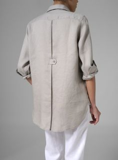 MISSY Clothing - Linen Long Sleeve Uneven Hem Shirt: back detail for a jacket or coat Look Fashion, Fashion Details, Fashion Outfits, Miss Me Outfits, Vetements Clothing, Look Man, Plus Clothing, Schneider, Fashion Sewing