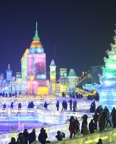 Every year, in northeast China's Heilongjiang province, the city of Harbin hosts an Ice and Snow Sculpture Festival, featuring massive ice and snow sculptures. It is the largest snow and ice festival in the world. Ice Festival China, Weather Festival, Ice Hotel, Snow Sculptures, Ice Castles, Snow Art, Festivals Around The World, Harbin, Snow And Ice