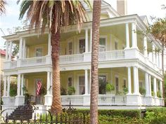i would die to be able to own one of those beautiful historic Charleston homes!