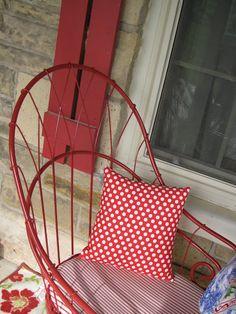 red metal chair + striped seat cushion + polka dot pillow = CUTE, CUTE!