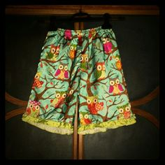 Vintage bloomers!! Oh my word! How cute are these? Sweet vintage bloomers with brightly colored owls all over and green ruffle trim on the bottom of the legs. There are a few small runs in the fabric but aren't very noticeable. They're vintage--it happens over time! Nonetheless, these are totally adorable! No size but will best fit an XS/S! Much love for lookin!! Vintage Pants