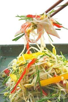 콩나물무침 (콩나물샐러드)~ 이색콩나물무침, 콩나물요리 : 네이버 블로그 Korean Dishes, Korean Food, Pork Bulgogi Recipe, K Food, Vegetable Seasoning, Asian Cooking, Food Design, Food Presentation, Salads