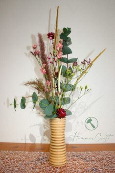 Gedrechselte Vasen als Dekoobjekte. Lasst euch inspirieren! The post Vasen aus Holz first appeared on HammerCraft. Inspiration, Plants, Fresh Flowers, Turning, Decorating, Dekoration, Biblical Inspiration, Plant, Inspirational