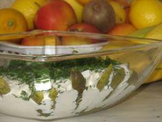 Śledzie z czosnkiem i majerankiem - Przepisy kulinarne - Przystawki