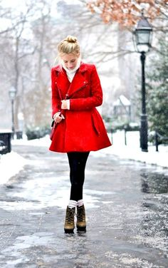 The Most Cutest Winter Outfits for Teen Girls Are you trying to find some winter outfits for young school and college going girls? You would love reading this because Outfit Trends bring you some super cool winter fashion ideas for teens. Winter Outfit For Teen Girls, Cute Winter Outfits, Outfits For Teens, Outfit Winter, Look Casual, Casual Chic, Winter Wear, Autumn Winter Fashion, Red Winter Coat