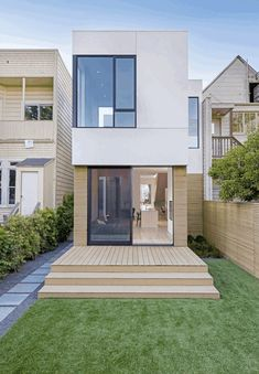 Two-Way House in San Francisco / Studio Sarah Willmer Architecture The Two-Way House embodies a multitude of conversations between ourselves and our clients to realize the marriage of San Francisco's historic Minimalist House Design, Small House Design, Minimalist Home, Modern House Design, Contemporary Design, San Francisco Houses, Narrow House, Home Fashion, Exterior Design