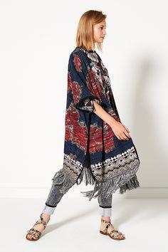 The Big Wave | Fashion | Poncho | Print | Bohemian | Blue | Red | Jeans | Grey | Lookbook