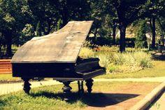 Colours Dekor: Garden decor ~ piano