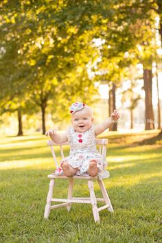 Outdoor 1 year old baby photoshoot! This baby girl was so cute and those blue eyes are to die for!