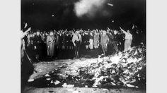 Vergrößern Bücherverbrennung im Dritten Reich