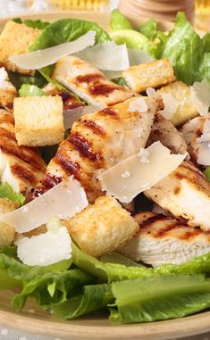 Caesar salad with grilled chicken - Salade - Salad Recipes Healthy Healthy Chicken Recipes, Meat Recipes, Healthy Snacks, Cooking Recipes, How To Cook Quinoa, How To Cook Chicken, Salad Dressing Recipes, Salad Recipes, Cesar Salat